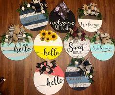 Door Crafts, Wooden Crafts, Diy And Crafts, Wooden Door Signs, Diy Wood Signs, Crafty Craft, Crafting, Wood Wreath, Cricut Craft Room