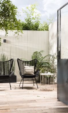 Modern patio furniture ideas Ideas for 2019 Lawn Chairs, Garden Chairs, Balcony Chairs, Hanging Chairs, Lounge Chairs, Urban Garden Design, Modern Patio Design, Gazebos, Black Garden