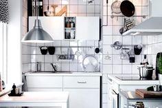 Platz ist selbst in der kleinsten Küche! Damit es dazu kommt, nutzen Einbaumöbel den Raum bis zum letzten Zentimeter aus, das schafft maximalen Stauraum....