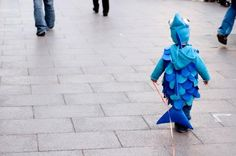 Boy with fish costume at carnaval. Toddler Fish Costume, Diy Fish Costume, Rainbow Fish Costume, Costume Ideas, Halloween Outfits, Halloween Costumes For Kids, Halloween Ideas, Halloween Halloween, Vintage Halloween