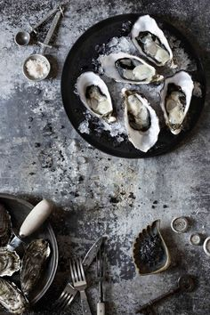 Create a seafood bar inspired by atmospheric sea palettes and rustic textures. Create a seafood bar Fish Recipes, Seafood Recipes, Food Styling, Dessert Chef, Oyster Recipes, Dark Food Photography, Food Pictures, Food Art, Food Inspiration
