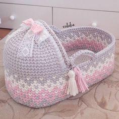 Baby Fashion Diy Free Pattern 26 Ideas For 2019 Crochet Baby Clothes, Crochet Toys, Crochet Basket Pattern, Crochet Patterns, Baby Baskets, Moses Basket, Crochet For Kids, Baby Patterns, Baby Knitting