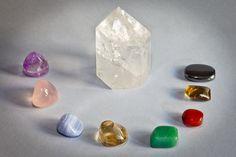 El Citrino es un cristal o piedra semi preciosa, de la familia de los cuarzos. Posee un hermoso color amarillo que puede ir desde las tonalidades palidas y cristalinas hasta el color dorado de la