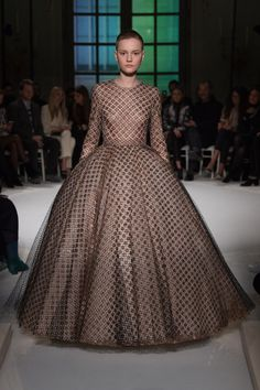 De-poof the skirt a bit and this would be divine on the red carpet...Giambattista Valli Spring 2017 Couture collection #RUNWAY