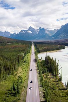 These breathtaking routes in Canada should make every road-tripper's bucket list. From Alberta to Quebec, through Ontario or British Columbia, discover kilometres of getaways and breathtaking expanses. Nature Pictures, Travel Pictures, Beautiful Places To Visit, Places To See, Road Trip, Destination Voyage, Canada Travel, Destinations, Vacation Trips