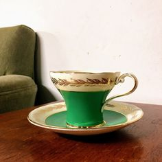 Here We Have a Vintage Aynsley Bone China Green and Gold Tea Cup and SaucerIn Excellent Vintage ConditionWe do our best to examine our pieces and accurately describe them for our customers Bauer Pottery, Pottery Art, Scallop Dishes, Green And Gold, Jade Green, Vaseline Glass, Fenton Glass, Candy Dishes, Vintage Tea