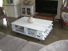 Coffee table made of 2 pallets// Table basse en palettes