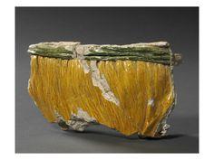Brique à alvéoles multiples: robe jaune à ceinture verte par BERNARD PALISSY  - Musée national de la Renaissance (Ecouen)