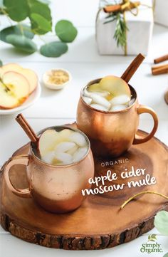 This apple cider Moscow mule recipe featuring organic cinnamon is the perfect way to ring in the holiday season. This apple cider Moscow mule recipe featuring organic cinnamon is the perfect way to ring in the holiday season. Christmas Cocktails, Holiday Drinks, Fun Drinks, Yummy Drinks, Beverages, Cocktail Drinks, Fall Drinks Alcohol, Thanksgiving Cocktails, Halloween Cocktails
