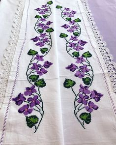 Cross Stitch Borders, Cross Stitch Flowers, Craft Presents, Lace Table, Folk Embroidery, Needlework, Crafts, Handmade, Face Towel