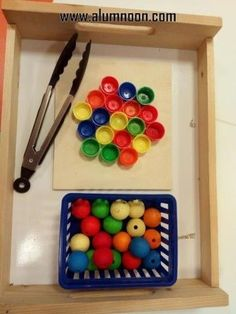 30 Montessori Activities for Toddlers - Preschool - Aluno On 30 . - 30 Montessori activities for toddlers – preschool – Aluno On 30 Montessori activitie - Montessori Toddler, Montessori Trays, Maria Montessori, Montessori Materials, Montessori Activities, Infant Activities, Toddler Preschool, Preschool Activities, Montessori Bedroom