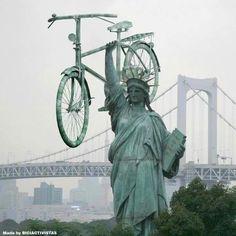33 Hilariously Funny Photos of Statue of Liberty - Gag Loop Women's Cycling, Urban Cycling, Cycling Jerseys, Holland Bike, Diy Dog Run, Drawing Simple, Bike Poster, Road Bike Women, Bicycle Art