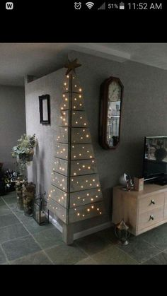 Christmas DIY: Corner Pallet Tree w Corner Pallet Tree with Lights.these are the BEST DIY Christmas Decorations Noel Christmas, Christmas Projects, Winter Christmas, All Things Christmas, Christmas Lights, Modern Christmas, Beautiful Christmas, Simple Christmas, Corner Christmas Tree