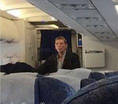Secuestrador llevó avión de Egipto a Chipre  y tuvo tiempo para posar para esta selfie con un rehén