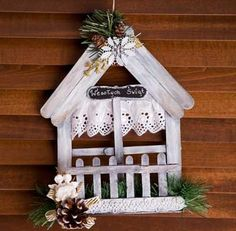 Easy to make Christmas crafts for kids – popsicle stick Christmas tree decorations – Christmas Crafts Popsicle Stick Houses, Popsicle Stick Crafts, Craft Stick Crafts, Wood Crafts, Snowman Crafts, Easy Christmas Ornaments, Christmas Wood, Simple Christmas, Christmas Decorations
