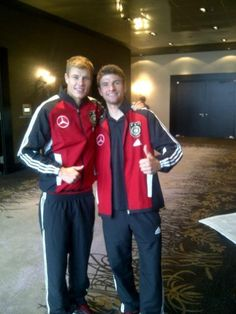 Holger Badstuber  Thomas Müller - thomas-muller Photo Sven Bender, Lars Bender, Thomas Müller, Fc Bayern Munich, Stars Then And Now, Thick And Thin, World Of Sports, Soccer Players, Canada Goose Jackets
