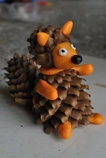 Trendy nature crafts for children pine cones 67 ideas Autumn Crafts, Fall Crafts For Kids, Nature Crafts, Diy For Kids, Diy And Crafts, Kids Crafts, Handmade Christmas Crafts, Handmade Ornaments, Pine Cone Crafts