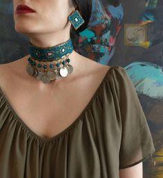 Diy Fabric Jewellery, Diy Jewellery Designs, Face Jewellery, Fabric Earrings, Jewelry Design Earrings, Thread Jewellery, Metal Jewelry, Indian Jewelry Sets, Indian Wedding Jewelry