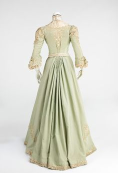 Promenade dress ca. 1903    From the Metropolitan Museum of Art