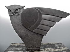 Idea for wings. Hand carved Owl ~Sculpture~ out of black soapstone by TH McDermott. Concrete Sculpture, Art Sculpture, Animal Sculptures, Abstract Sculpture, Stone Sculptures, Ceramic Birds, Ceramic Animals, Owl Bird, Bird Art