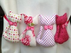 Garland 4 pink cats: decoration for children of Emmanuel creation. no diy - FABRIC CRAFTS Fabric Toys, Fabric Crafts, Sewing Crafts, Sewing Projects, Cat Crafts, Diy And Crafts, Arts And Crafts, Chat Rose, Creation Couture
