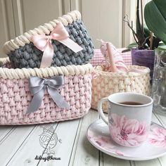 """1,385 Likes, 34 Comments - Didem Akbulut (@didosgifthouse) on Instagram: """"Akşam oturup iki seti toparlamışım, ev temiz, çocukların havuçlu tarçınlı keki var, bende bir çayı…"""""""