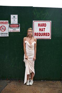 Les robes de mariée tendance 90's Nineties http://www.vogue.fr/mariage/tendances/diaporama/les-robes-de-marie-tendance-90s-nineties/23546#les-robes-de-marie-tendance-90s-nineties-16