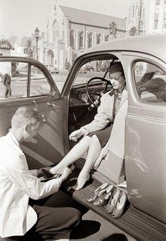 """Zo vernieuwend was de McDrive niet. Hier een foto van de McShoe uit 1938. Prachtige foto overigens. pic.twitter.com/ezAtX0sjeB"""""""