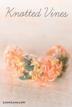 How to Make a Rainbow Loom Knotted Vines Bracelet Rainbow Loom Bracelets Easy, Loom Band Bracelets, Rainbow Loom Tutorials, Rainbow Loom Patterns, Rainbow Loom Bands, Rainbow Loom Charms, Rubber Band Bracelet, Monster Tail Loom, Loom Bands Designs