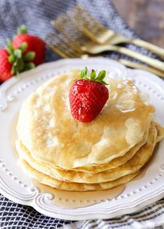 Breakfast is the most important meal of the day! These protein packed pancakes are your new favorite recipe. Fluffy, healthy, and incredibly delicious! Protein Powder Pancakes, Yogurt Pancakes, Protein Waffles, Healthy Protein Pancakes, Homemade Naan Bread, Sweet Cornbread, Sugar Free Syrup, Thing 1, Vegetarian Cooking