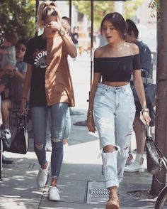 Hailey and Madison Beer leaving Urthe Cafe in West Hollywood, Los Angeles, CA (08.08.2016) #haileybaldwin #madisonbeer