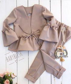 No photo description. No photo description. Muslim Fashion, Hijab Fashion, Korean Fashion, Fashion Dresses, Iranian Women Fashion, Look Fashion, Kids Fashion, Fashion Design, Fashion Ideas
