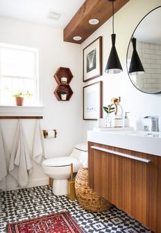 Love the look of this clean bathroom decor.
