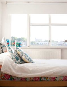 Love the idea of colored sheets peeping out from under a white comforter.