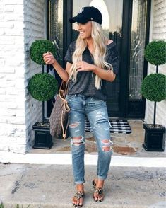 57 The Best Spring Outfit in 2019 Therefore, if you want to keep yourself updated with the most recent trends, but in addition love rocking the streetwear […] Black Women Fashion, Look Fashion, Fashion Outfits, Womens Fashion, Fashion Trends, Fashion 2017, Fashion Styles, Fashion Clothes, Trendy Fashion