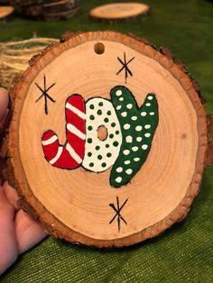 Christmas Ornament Crafts, Christmas Art, Handmade Christmas, Christmas Crafts, Christmas Decorations, Christmas Ideas, Painted Ornaments, Christmas Paintings, Primitive Christmas