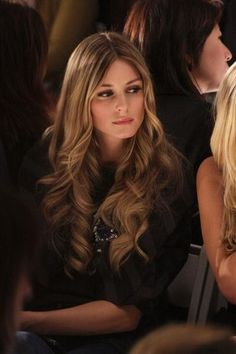 Gorgeous carmel highlights and loose curls. #hair #Olivia #Palermo