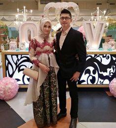 Kebaya Lace, Kebaya Hijab, Batik Kebaya, Kebaya Muslim, Batik Dress, Kebaya Peplum, Dress Muslim Modern, Muslim Gown, Maternity Fashion