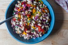 beach bean salad Pork Salad, Goat Cheese Pasta, Food Porn, Vegetarian Recipes, Healthy Recipes, Vegetarian Dinners, Bean Recipes, Simple Recipes, Carrot Salad