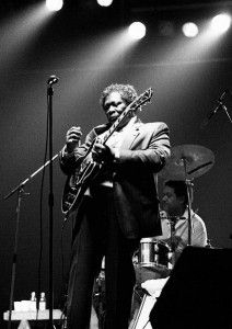 B.B. King's Lucille – The story of Lucille is the stuff of guitar folklore. First, picture B.B. running back into a burning dance hall he was playing to retrieve his beloved Gibson ES-355. #guitar #music #history