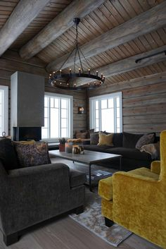 Hytte inspirasjon fra Nesbyen - Villa Von Krogh Mountain Cabin Decor, Mountain Cottage, Lakeside Cottage, Modern Log Cabins, Grey Wood Floors, Lodge Style, Cottage Interiors, Living Room Grey, Living Room Inspiration