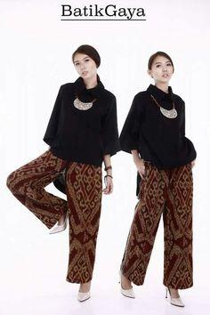 Palazo n batik Muslim Fashion, Ethnic Fashion, Modest Fashion, Hijab Fashion, Love Fashion, Fashion Outfits, Womens Fashion, Batik Blazer, Blouse Batik