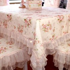 28 New Ideas Shabby Chic Table Cloth Ideas Dining Rooms Shabby Chic Mode, Style Shabby Chic, Shabby Chic Dining, Shaby Chic, Romantic Shabby Chic, Shabby Chic Bedrooms, Shabby Chic Kitchen, Romantic Bedrooms, Romantic Cottage