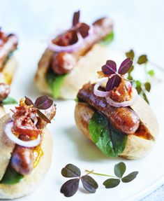 Billedresultat for mini hapsere til festen Yummy Eats, Yummy Food, Good Foods To Eat, Mini Foods, Sandwiches, Appetizers For Party, I Love Food, Finger Foods, Food Inspiration
