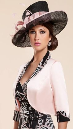 A really chic Mother of the Bride outfit by Zeila.