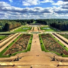 The Most Beautiful Garden in FranceVaux le Vicomte, Maincy - When you visit Paris, outings beyond the city are crucial. One of the most glorious road trips imaginable is to the baroque chateau and gardens at Vaux le Vicomte, about an hour southeast of the city. Day, night, summer, or Christmastime, you will strain to absorb the splendor and dimensions of the place you have landed, more astonishing for its rich history and the fact that people—the Vogüé family—actually still live there.
