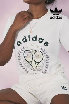 A soft t-shirt for tennis fans and those just go for the graphics. Shop the adidas t-shirt with archival tennis graphic. You could have never seen a match in your life, but that doesn't mean you can't enjoy the tee's comfort and style. Sport Fashion, Retro Fashion, Secret Safe, Outfit Goals, Everyday Outfits, Adidas Originals, Tennis, Sports, T Shirt