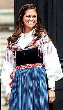 Prinsessan Madeleine, hertiginnan av Hälsingland, i folkdräkt från Järvsö socken.