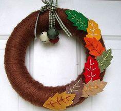 Венок на дверь  с тканевыми листьями