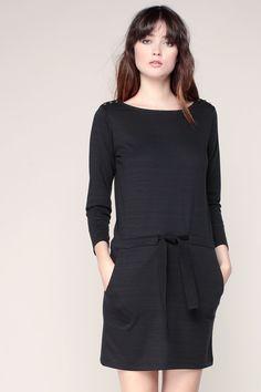 Robe t-shirt ceinturée noire épaules boutonnées Nishi - Sessun